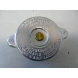 Radiator cap for carburettor models